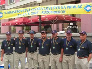 Slovenský tím zľava: peter zachar, vlastimil těšický, jaroslav